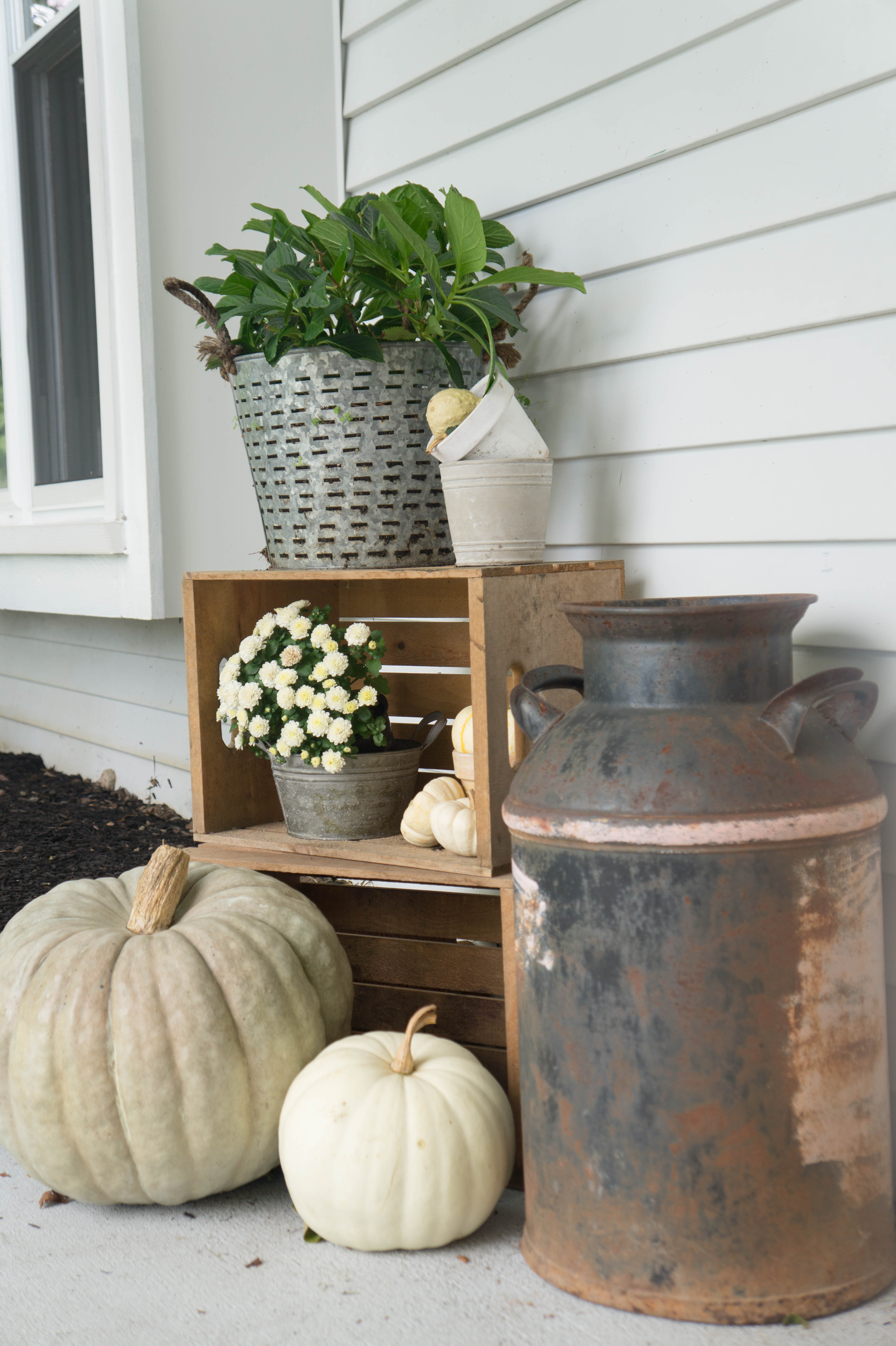 farmhouse-fall-front-porch-15