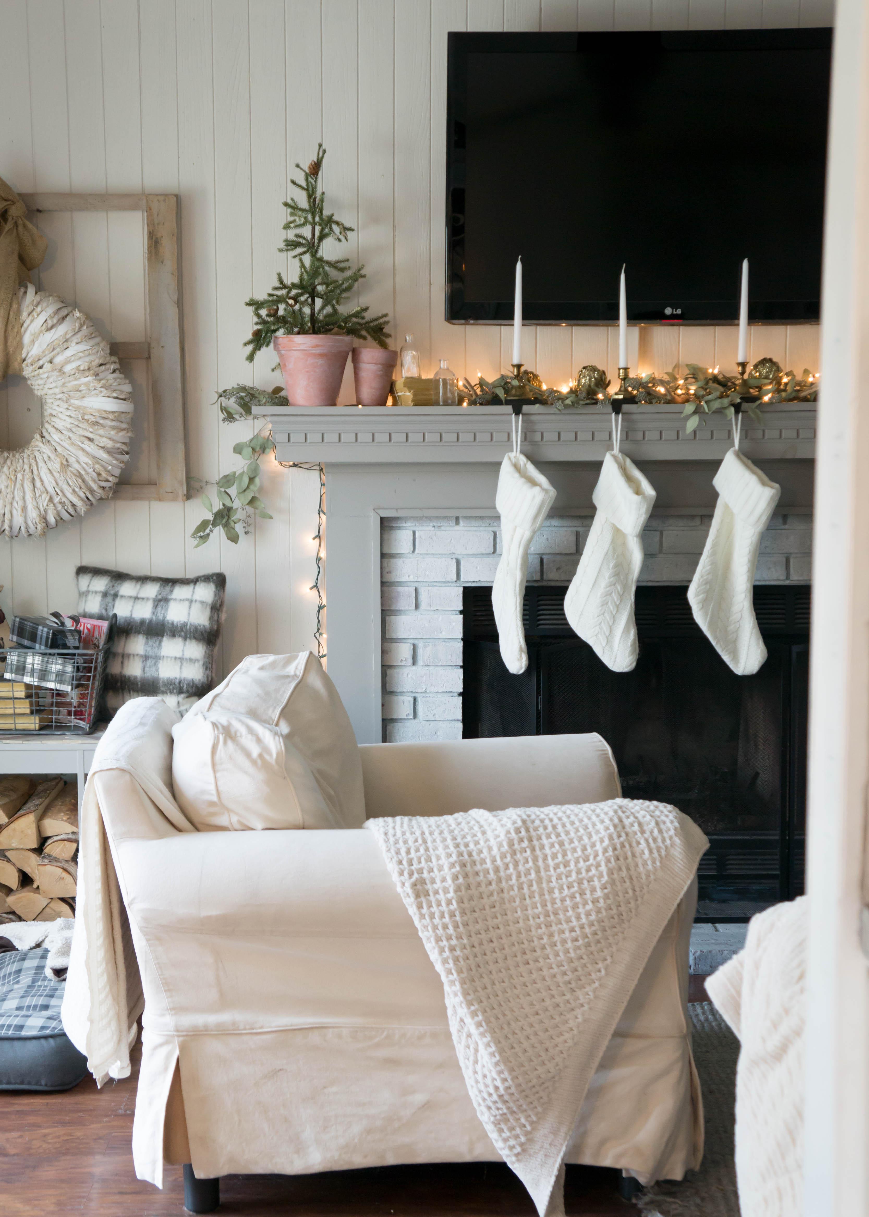 christmas-mantel-1-4