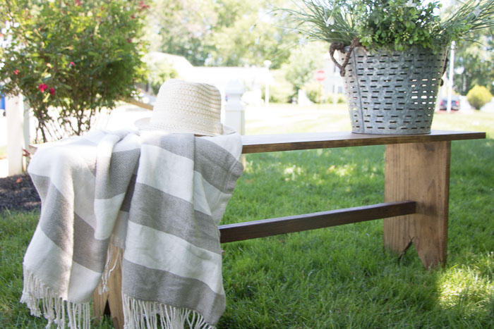 Easy-to-make-Farmhouse-Bench