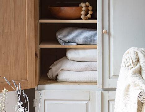 Cottage Style Blanket Storage