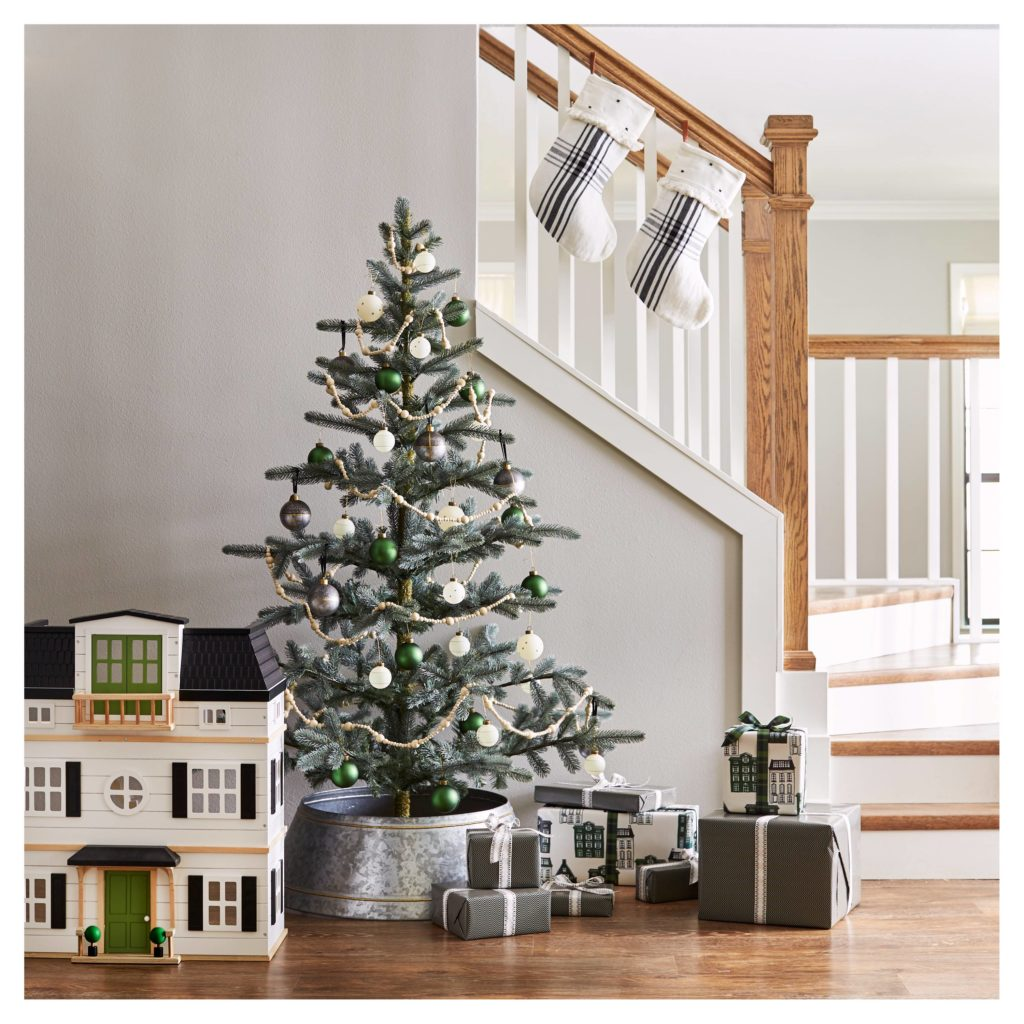 sparse christmas tree seeking lavendar lane. Black Bedroom Furniture Sets. Home Design Ideas