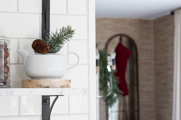 Simple Farmhouse Christmas Decor