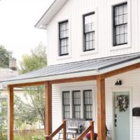 Top 10 White Farmhouse Exteriors