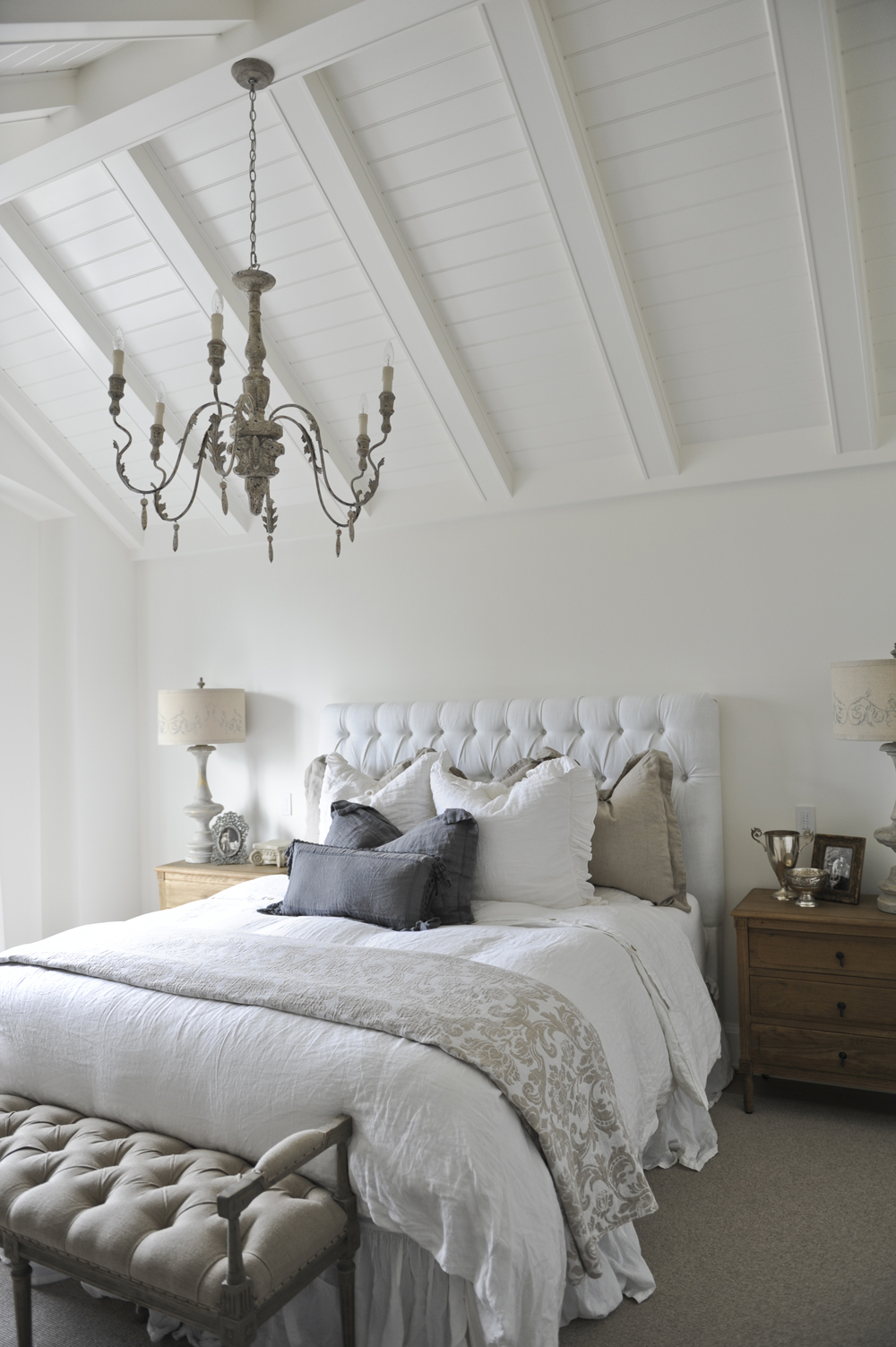 French-Farmhouse-Style-Bedroom-Decor