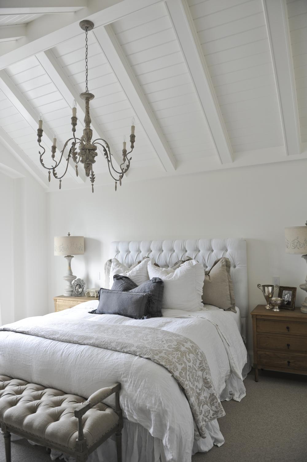 French-Farmhouse-Style-Bedroom-Decor